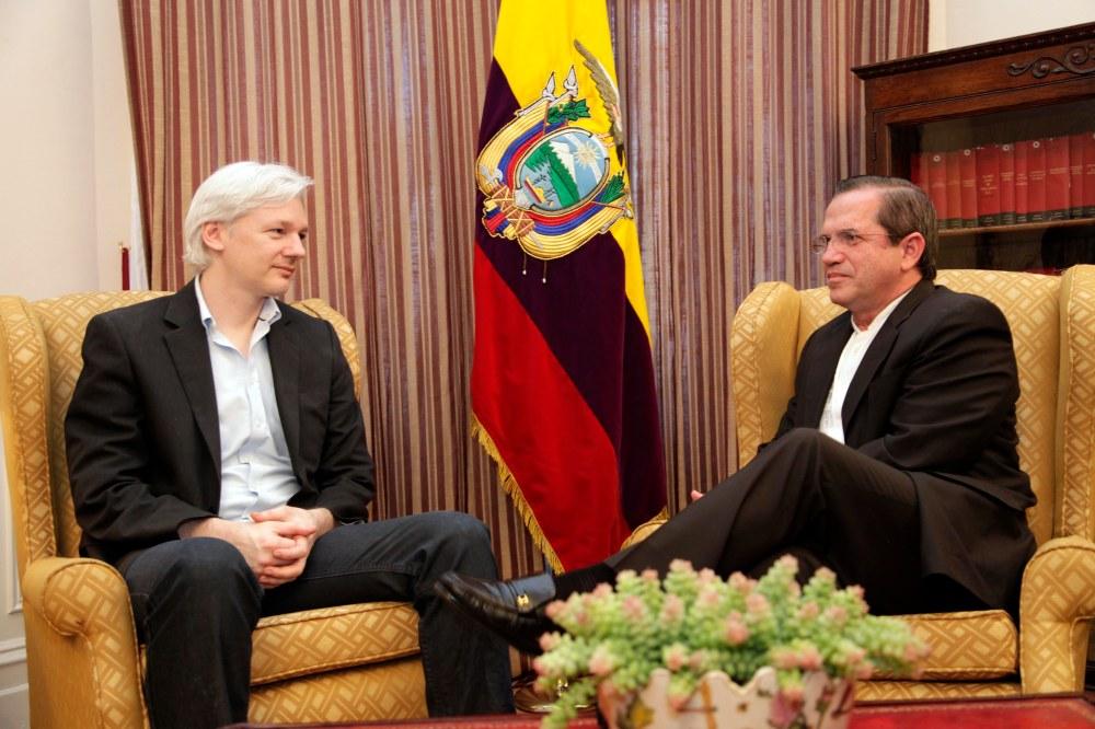 Reunión_con_Julian_Assange_-_9060714006.jpg